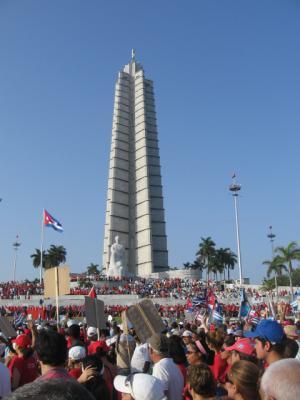 Más de 1 millón de cubanos marchan en el día del trabajador